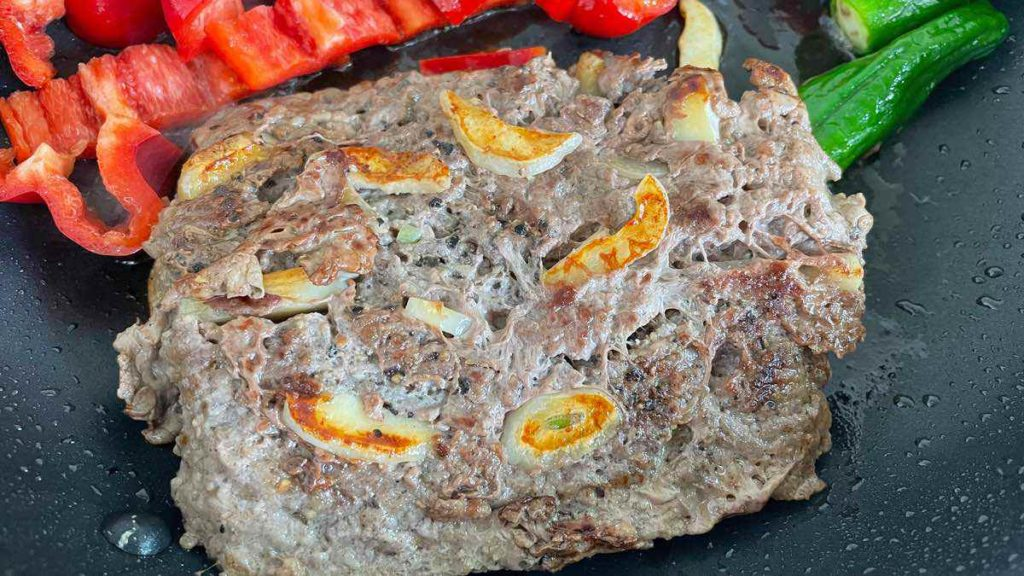 ぱっか~んステーキのにんにくがよく焼けている。